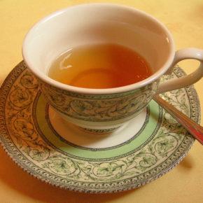 Ceai din plante pentru relaxare, hidratare și revigorare