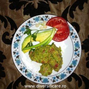 pate de avocado cu gălbenuș