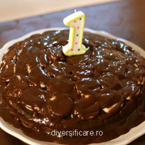 "Tort aniversar cu ""ciocolată"""