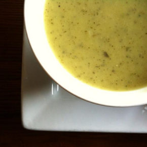 Supă de dovlecei cu parmezan
