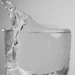 Câtă apă ar trebui să bea copiii noștri?