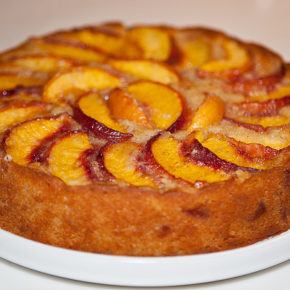 Prăjitură cu fructe și bezea