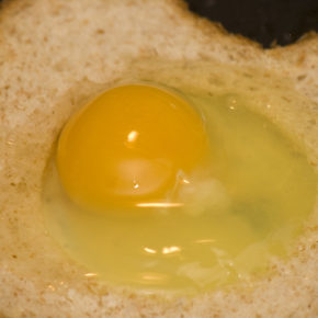 ou în pâine