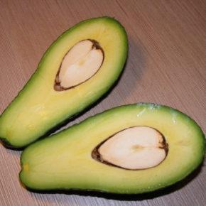 Salată cu avocado