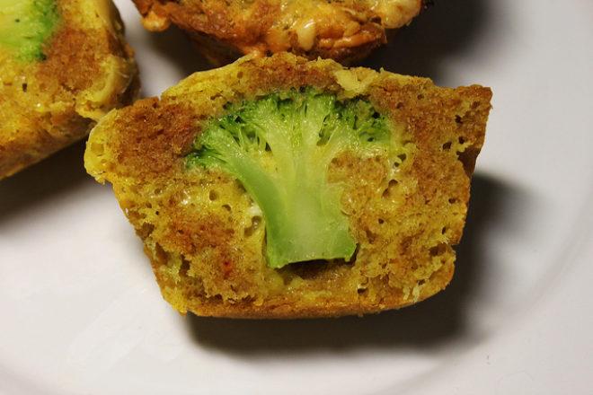 brioşe cu broccoli