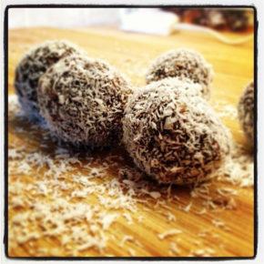Bomboane de cocos şi cireşe
