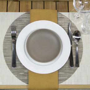 Joaca de-a așezatul mesei