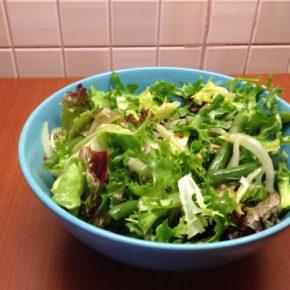 salată de rucola cu fasole franţuzească