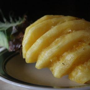 Cum se curăţă un ananas