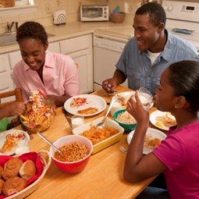 3 motive esențiale pentru a lua masa în familie