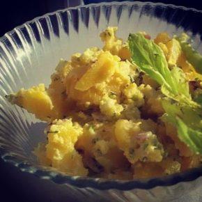 Salată de cartofi cu sos de avocado