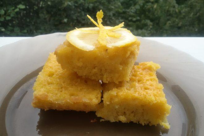 Prăjitură cu cocos și sirop de lămâie