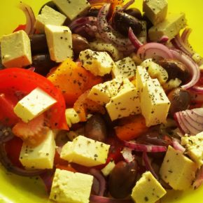 salată de vară cu tofu