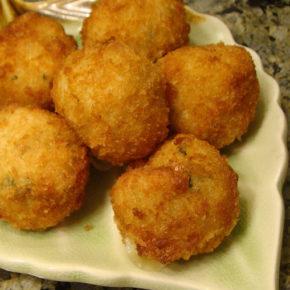 Chifteluțe de orez și ton